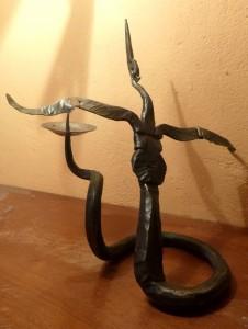 2016 Volavka, kovaný svícen, 28 x 28 cm (2)
