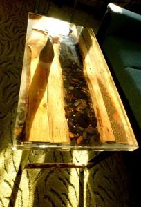2019, Konferenční stůl, dřevo, kámen, železo a epoxidová pryskyřice 50 x 98 x 50 cm